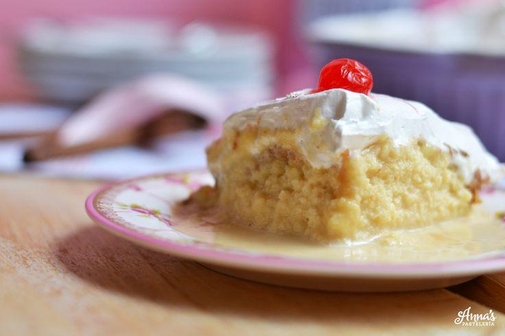 La MEJOR torta tres leches del mundo, que no es sólo deliciosa y jugosita, sino también súuuuper fácil de hacer. Del blog www.annaspasteleria.com