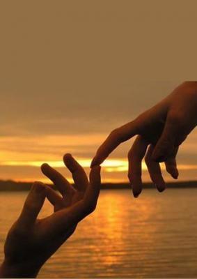 Míg+a+megtépázott+szavaimA+Te+tenyeredbe+suttogomA+hangodra+símul+sóhalyomÓ+kérlek+!+Ne+halld+ezt+megSzád,+mindig+visszacsókolomA+finom,+erezetedben+oly+jó!Én+ott,+oly+boldogan+utazom!Valami+varázs+kellene,+mégTalán,+kis+neved+toldja+megVagy,+ha+énbelém+szelídülszA+kezed,+derekamra…