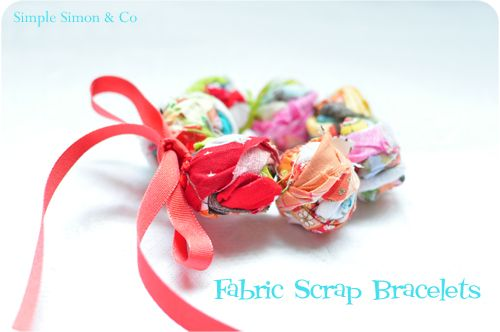 Fabric Scrap Bracelets: Bracelet Tutorial, Ideas, Simple, Scrap Fabric, Fabrics, Fabric Scraps, Fabric Bracelets, Scrap Bracelets, Crafts