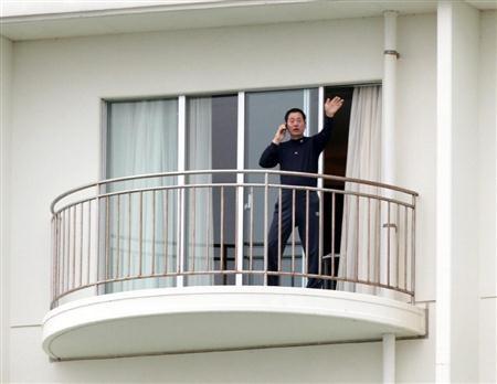 中畑監督は5日にも復帰、バルコニーに姿