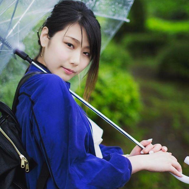 gn💋  フォロー、いいね!、お仕事のご依頼・・ 皆様本当にいつもありがとうございます❤  あおは反り腰治したい今日このごろです🙋 ストレッチだけじゃだめかなー😭  日本人には特に多いらしい反り腰⚡ 背筋不足らしいよ🙌  背筋いい気がしてるだけで、 本当は  無駄に腰反ってたー!!! ってやーつ😐  下半身太りの原因になるんだって(:3_ヽ)_  いま色々やってるから、効果見えてきたら書きマース🙌  Photo by @satophoto777  #ポートレート#ポートレートモデル #撮影モデル#雨撮影 #雨#雨女#晴れ女になりたい #佃島#月島 #カメラマンさんと繋がりたい  #傘 #反り腰#骨盤矯正 #ゆがみ #ダイエット#下半身痩せ #女子力上げたい#ダイエット仲間募集中  #コーデ#カジュアル#ブルーコーデ #リュック#バックパック#白ネイル#夏ネイル#セルフネイル