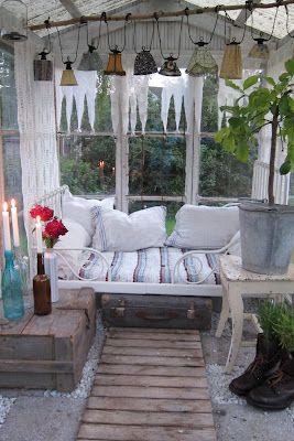 Cozy greenhouse | bland mormors gömmor: Ett upplyst växthus