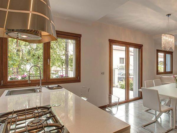Oltre 25 fantastiche idee su finestre in legno su - Cambiare finestre ...