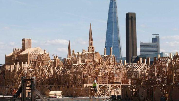 В воскресенье вечером на набережной Темзы сожгут деревянный Лондон http://rbnews.uk/uk/history/news/article43519.html  В честь 350-летней годовщины Великого пожара в Лондоне в 1666 году в столице вечером, 4 сентября, сожгут деревянный макет города времен 17-го века. Перфоманс начнется в 20:30 пмежду мостами Блэкфрайерс и Ватерлоо. Зрители будут наблюдать за зрелищем с безопасного расстояния. Акция проводится в рамках фестиваля «Бернинг», приуроченного к 350-летию Великого пожара, который…