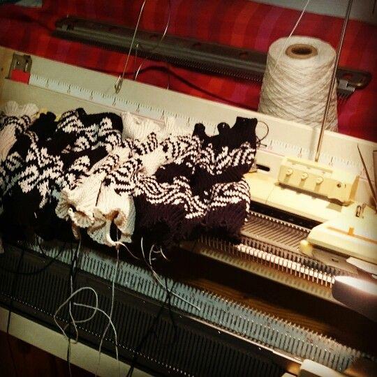 Uuden #neulemallisto n #puuvilla#ranteenlämmittimet neulottu! Kokoaminen ja viimeistely jäljellä. #Kirjoneulekuvio iden inspiraationa ovat rautakautiset #tekstiililöydöt. The #cotton #wristwarmers of the new #knitwear #collection done! Sewing seams and finishing undone. The #twocoloured #patterns are inspired by #Finnish #Ironage #textilefinds. #Helmineule #neulekone #arkeologia #rautakausi #neuleet #Helmiknitwear #knittingmachine #archaeology