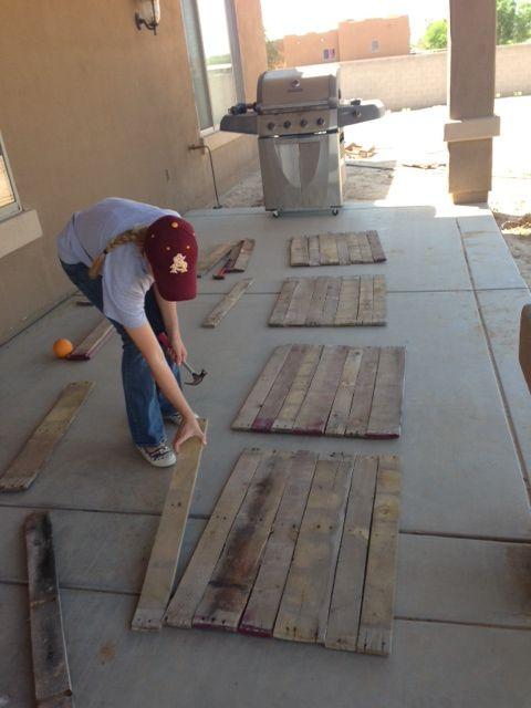 Salt and Pepper Moms: Pallet - good tutorial for making pallet signs Signshttp://saltandpeppermoms.blogspot.com/2013/05/pallet-signs.html