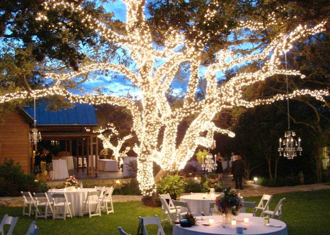 Creative ideas to light your outdoor reception