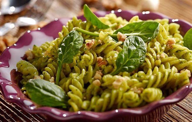 Těstoviny se špenátovým pestem