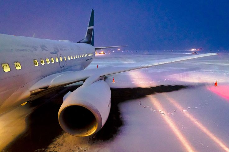 WestJet Boeing 737-6CT in desperate need of deicing at Vancouver International Airport.
