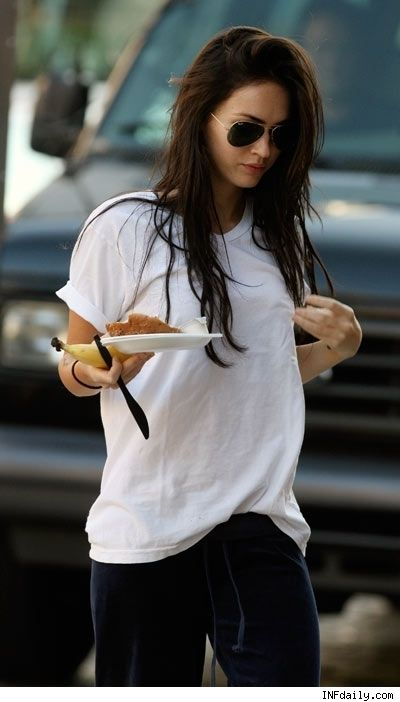 It's a simple white tee, but Megan looks hot in it.