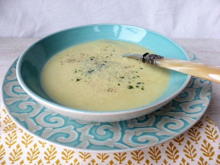 Selleriecremesuppe mit Parmesan, ein tolles Rezept aus der Kategorie Spezial. Bewertungen: 46. Durchschnitt: Ø 4,5.