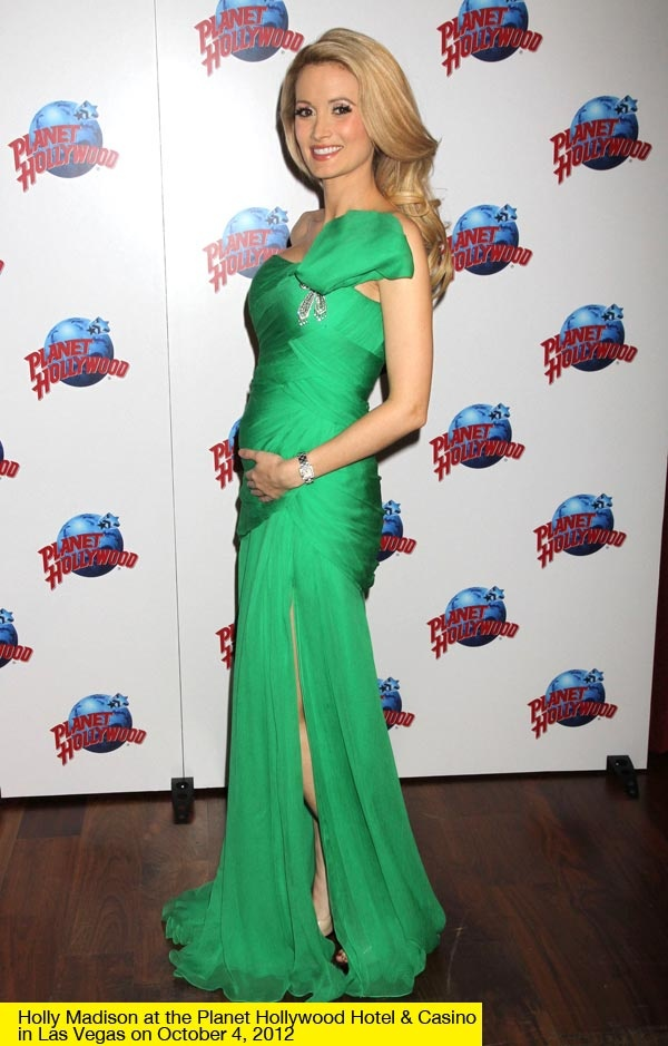 Holly Madison looking gorgeous in green -- you can barely tell she's pregnant!