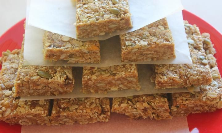 You can make these delicious nut-free muesli bars for your kids to take to school! They are packed full of healthy ingredients and will save you money.  They're also egg-free!