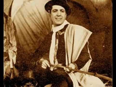 Carlos Gardel - 'Chorra' - Uno de los significados de ests palabra es el de 'ladrona' que pienso es el que pega aquí.