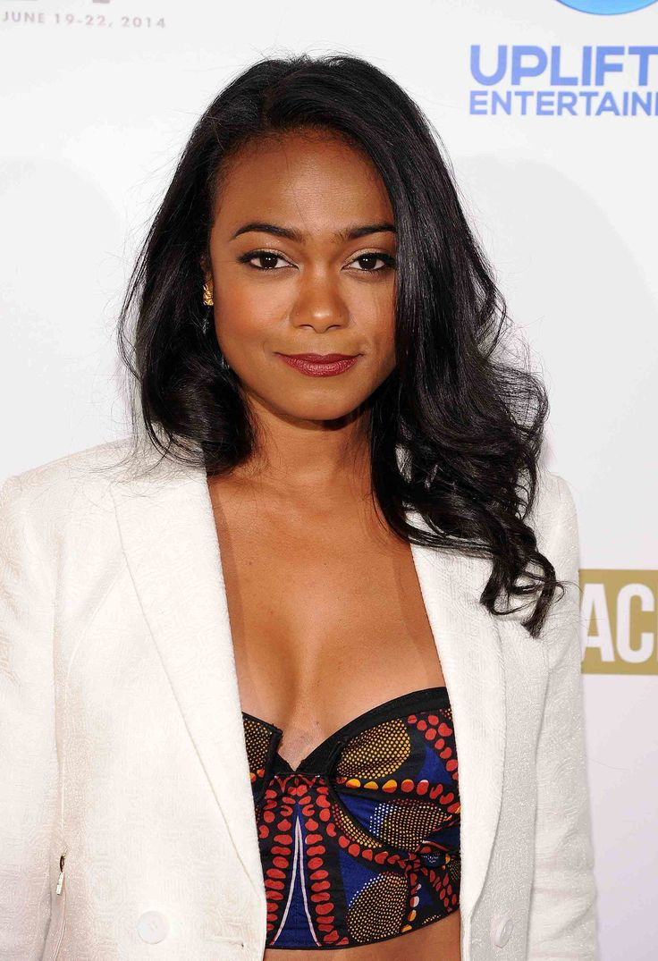 For the premiere of Comeback Dad, Tatyana Ali matched her deep burgundy lip color to her patterned crop top.
