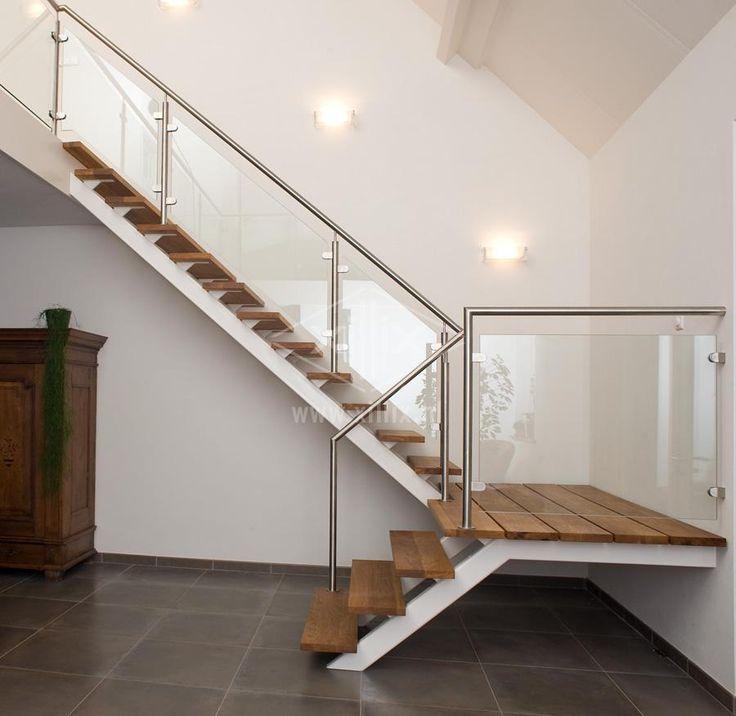 Glazen balustrade op trap met bordes van roestvrijstaal en met glasklemmen - Balustrade trap ...