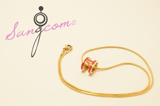 Herm★★ st 핑크 H 목걸이 H를 형상한 핑크 색상의 펜던트로 독특한 스타일의 목걸이예요. 골드 색상의 줄과 핑크 펜던트가 잘 어울리는 제품이랍니다. #상콤#sangcom#목걸이#necklace#명품스타일