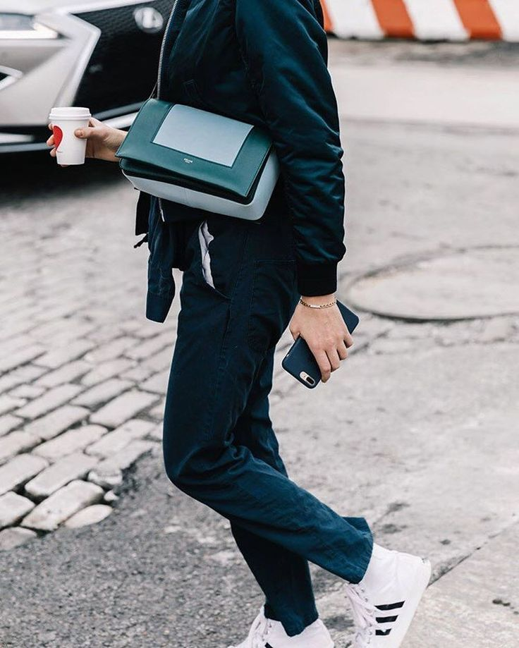 Celine 'Frame' Bag, spotted on the street of New York Fashion Week. #Repost from vogue.es #Celine_TH #NYFW #FashionWeekStreetStyle