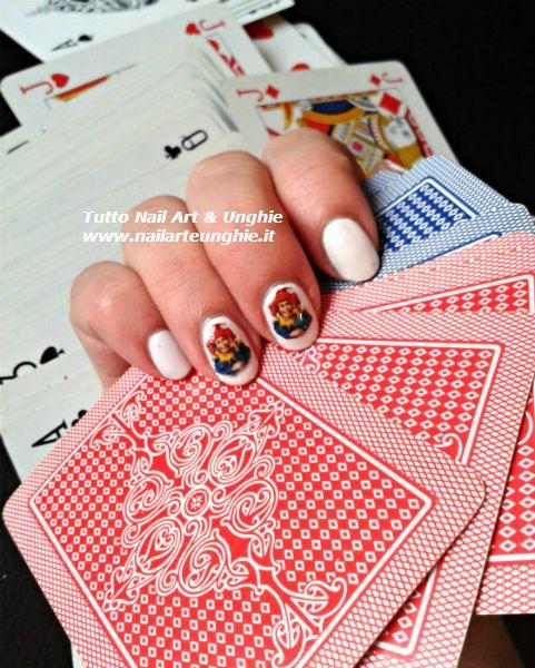 """<p>Lo sapevi che un ottimo modo per realizzare una decorazione unghie perfetta è la tecnica della nail art con decoupage? Se non sai cosa significa e come farla ecco a te un semplice tutorial fotografico che ti spiegherà passo passo come procedere! La nail art decoupage ti permetterà di """"appiccicare"""" …</p>"""