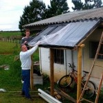 DIY Solar Water Heater - Uses old florescent light bulbs. Can save thousands on electric bills: Project Free Power