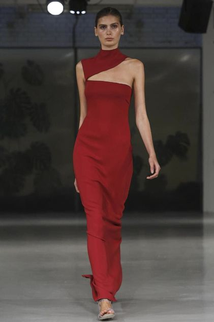 Barbara Casasola Ready To Wear Spring Summer 2015 London  This look is from London Fashion week 2015. The color is on point and the cutout on the top is perfect.