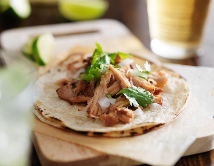 De Mexicaanse keuken kent tal van gerechten waar we ook in Nederland geen genoeg van kunnen krijgen. Denk aan fajita's, guacamoleen taco's. Een ander gerecht dat je zeker een keer moet proberen is carnitas. Wij vertellen je er alles over. In feite is carnitas een gerecht dat lijkt oppulled pork: varkensvlees datlangzaam gegaard wordt in …