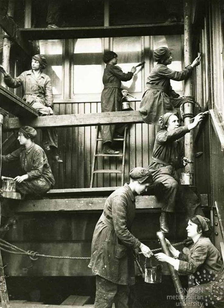 Operárias de estação ferroviária durante a Primeira Guerra Mundial, em Londres (Foto: London Metropolitan University)
