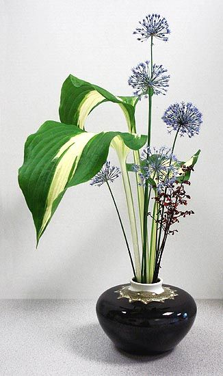 "Ikebana >>> Click the link to visit my board ""Floral Arrangements ༺♥༻"": http://www.pinterest.com/pinbycolor/floral-arrangements/"