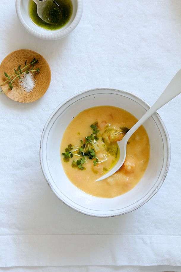 Food and Cook, sopa de  colinabo con parmesa y pesto de perejil y almendras