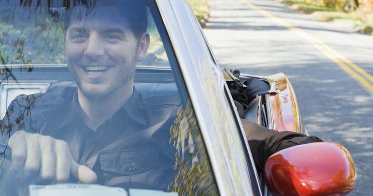 ¿Qué sucede si repruebas tres veces el examen de conducir en California?. Tener tu licencia de conducir es un privilegio, así que es importante asegurarte de que estás listo para presentar y aprobar el examen para obtener tu licencia de conducir de California. Cuando presentes el examen, obedece todas las leyes de tráfico, verifica el tránsito antes de ponerte en marcha después de una señal o una luz de alto, y utiliza ...