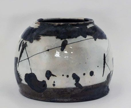 Lee Soo-jong- much-admired artist whose interpretation of traditional Korean ceramics has earned him high praise worldwide. Korea's ceramic traditions, in particular that of punch'ŏng stonewares, form the base of Lee Soo-jong's work.
