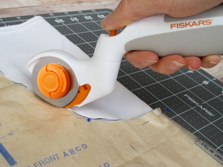 Delight the seamstress in your life with the tool they didn't know they couldn't live without. Fiskars Adjustable Three-Position Rotary Cutter features a pivoting head for improved comfort and better sightlines. Simply made for cutting fabric.
