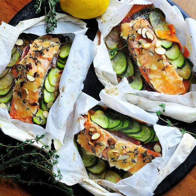 Parchment poached salmon pouches with fresh veggies (zucchini, orange, carrot, spinach) and almonds