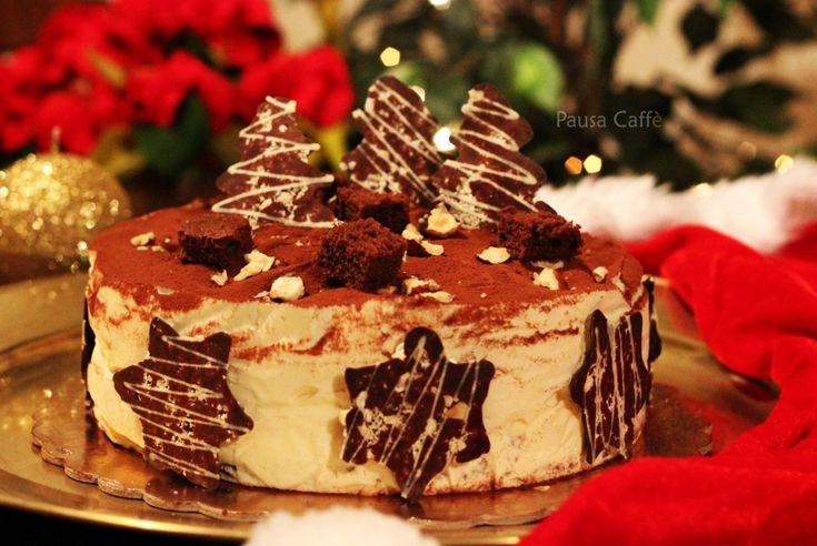 Torta Bavarese alla nocciola e cremoso al cioccolato, ispirata alla Diabella di Luca Montersino, l'ho vestita a festa per festeggiare il Natale, ma si può gustare tutto l'anno.