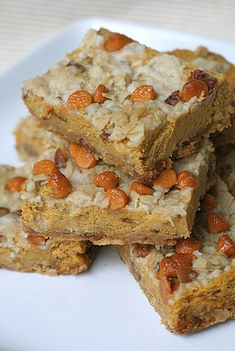 Pumpkin pie bars. Can't wait to make these for fall.