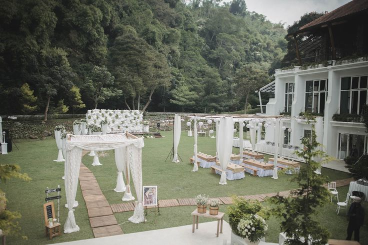 Outdoor Wedding at Gedong Putih ala Anindya and Aiken - Owlsome (107 of 167)