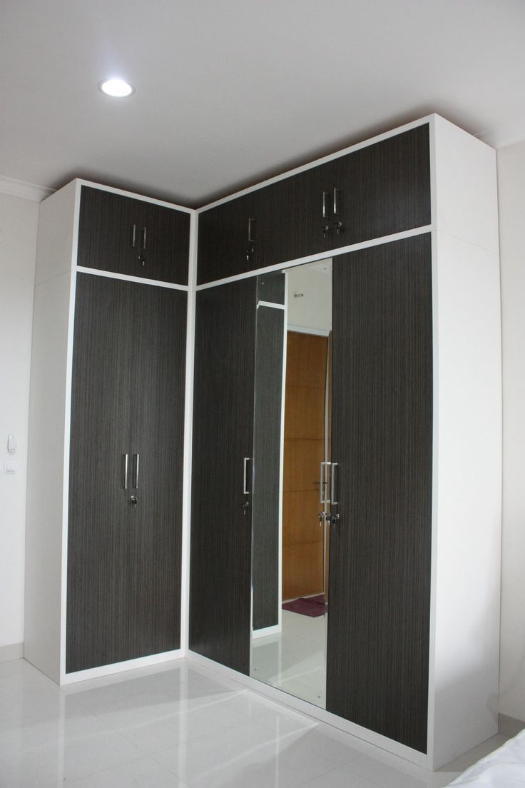 Customized L-shaped wardrobe in Japanese Bamboo HPL finish, a clean look design
