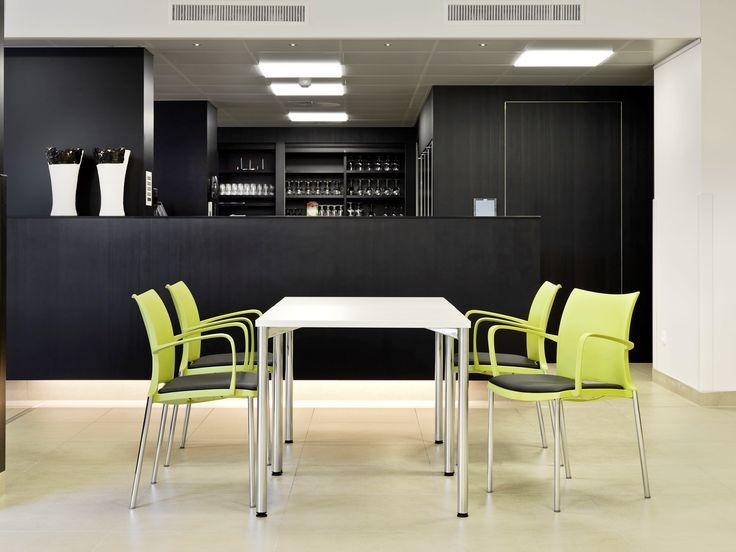 kusch co hola armstoel met kusch co 3050 tafel ac. Black Bedroom Furniture Sets. Home Design Ideas