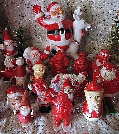 vintage Santa display, I have quite a few of the red or red/white candy containers....just can't get enough of them!