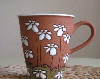 Tall Tee Tasse mit Gänseblümchen