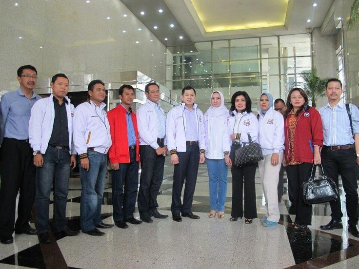 Penyerahan simbolis bantuan Dpp Perindo Perindo dan Hanura — bersama Jakarta Selatan Perindo dan Larasati Sedyaningsih di MNC Tower.