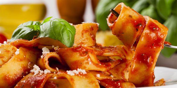 Fettuccine mit Tomatensoße | Mediterrane Diät: die ... | Praxisvita