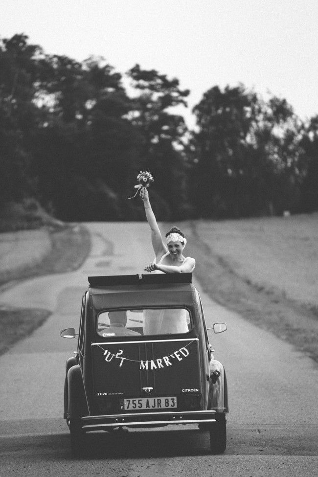 2 cv  french ancient car  mariage vieille voiture 2cv  photo   pierre atelier  wedding planner