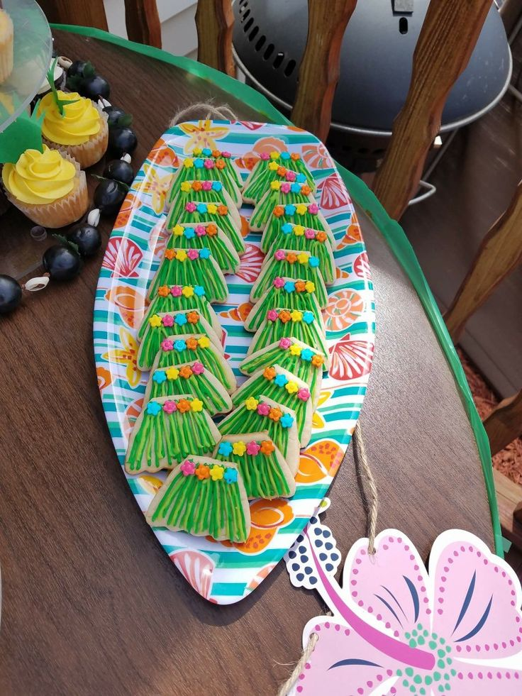 Hawaiian grass skirt luau cookies