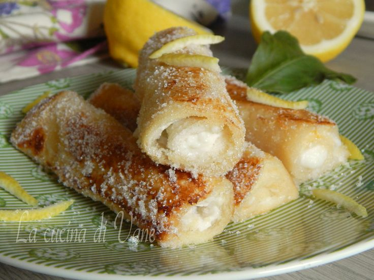 French toast roll ups ricotta e limone, dolcetti golosi facilissimi da fare, 5 minuti e sono pronti. Si cuociono in un padellino, sono profumati e deliziosi