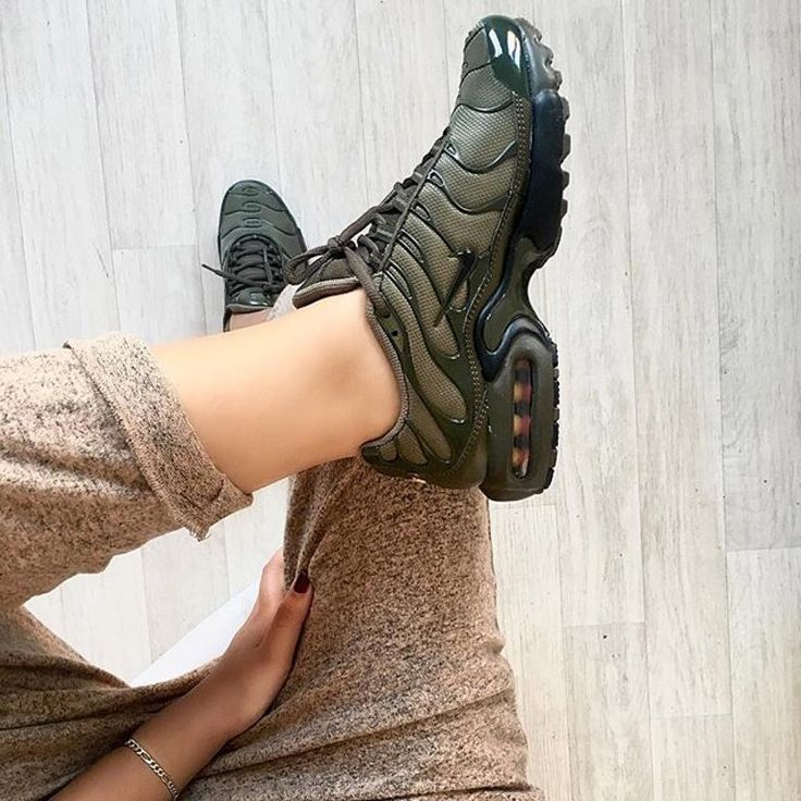 Sneakers women - Nike Air Max Plus (©nawellleee)