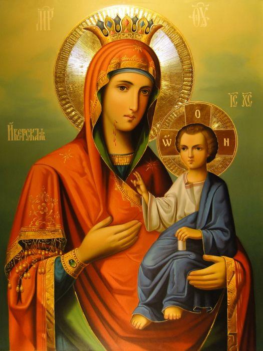 В каждом доме желательно иметь Иверскую икону Пресвятой Богородицы (Вратарница), которая защищает дом от врагов и недоброжелателей.