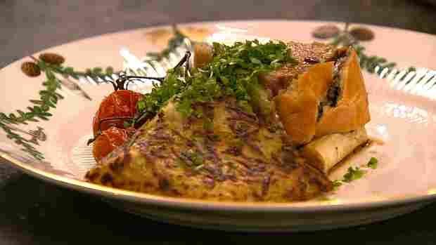 Indbagt svinemørbrad med flødestuvede svampe og sprød rösti - TV 2  Mindre kød og fyld næste gang,og trøflen kan undværes.