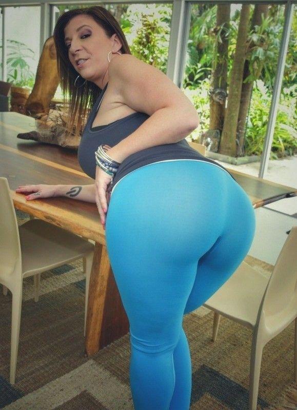 Sara jay white pants