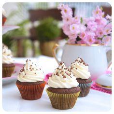 Minicupcake de chocolate com cobertura de baunilha